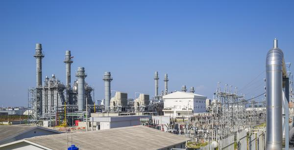 Gas turbine power plants and steam